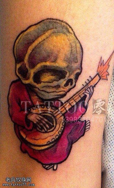 腿部彩色卡通骷髅纹身图案