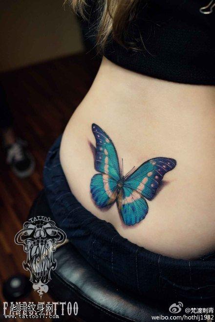 女性腰部彩色蝴蝶纹身图案