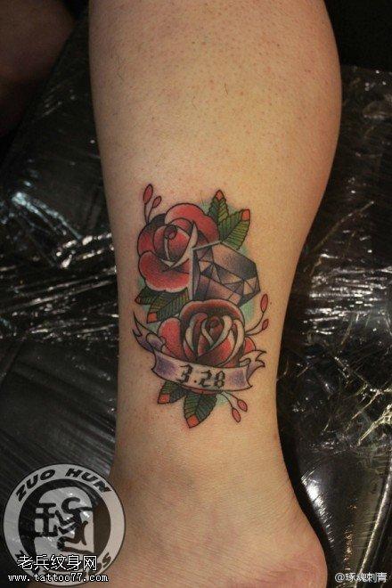脚踝彩色钻石玫瑰花纹身图案