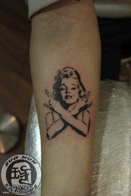 手臂梦露纹身图案