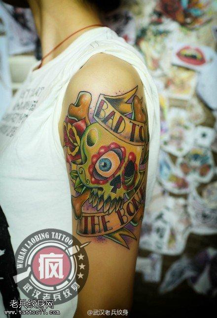 武汉专业纹身师制作的手臂school骷髅玫瑰纹身作品