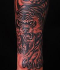 小臂老虎纹身图案作品