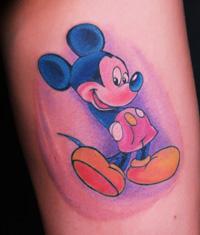 湖北宜昌纹身纹身爱好都腿部可爱的米老鼠纹身图案作品图片