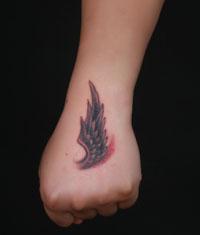 疤痕遮盖--手背翅膀纹身图案作品