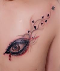 本店为来自汉口纹身爱好者打造的背部眼睛梵文纹身图案作品