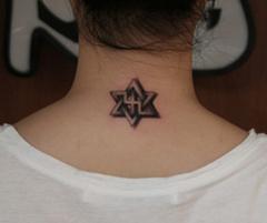 一款超时尚的后颈部六芒星纹身图案图片