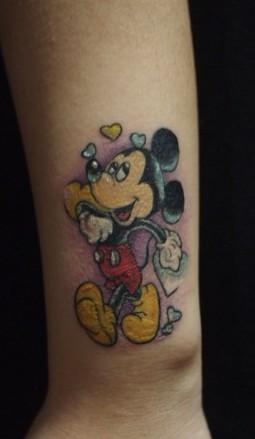 卡通纹身图案:手臂卡通米奇米老鼠纹身图案纹身图片图片