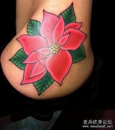 臀部纹身图案:一款美女臀部彩色花卉纹身图案纹身图片图片