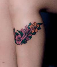 手部虎口花卉纹身作品遮盖疤痕