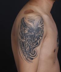 本店为来自武昌纹身爱好者打造的遮盖作品--大臂骷髅纹身恢复后效果
