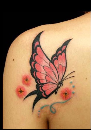 专业纹身店:后肩背蝴蝶纹身图案图片