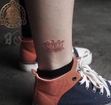 女孩子腿部线条莲花纹身图案